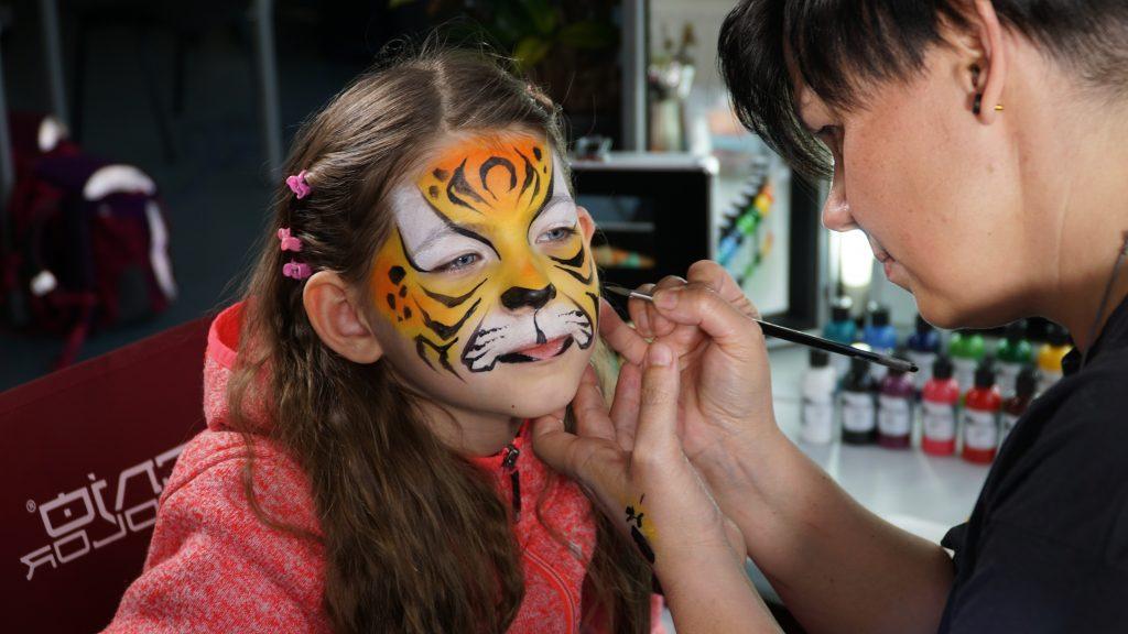 Maquillage pour enfants avec Silke Kirchhoff et Senjo Color